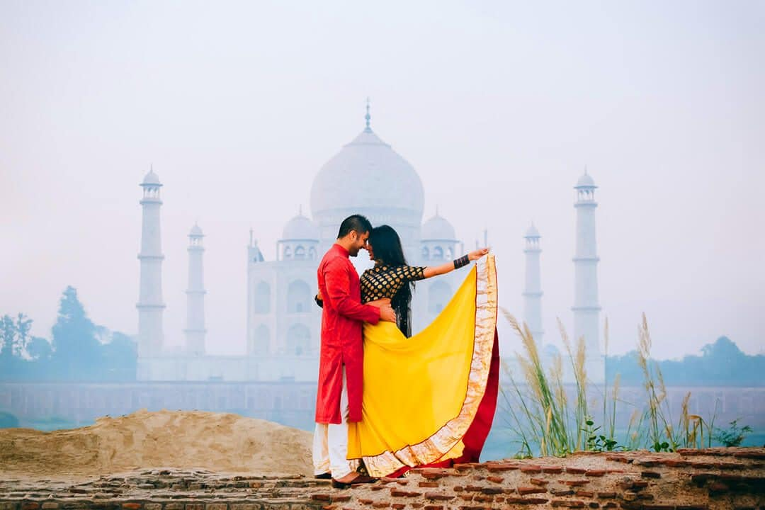 pre-wedding shoot at taj mahal