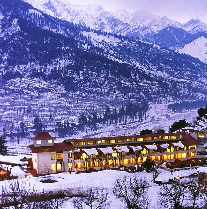 Decorate Your Wedding Bliss With The Mountainous Glow And The Golden Clouds Of Manali